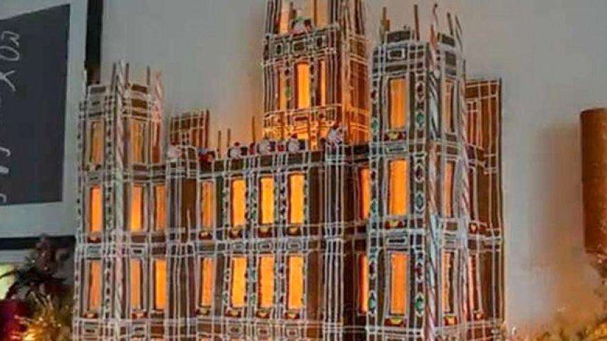 Gingerbread Castle Template New Watch Incredible Downton Abbey Gingerbread House Being