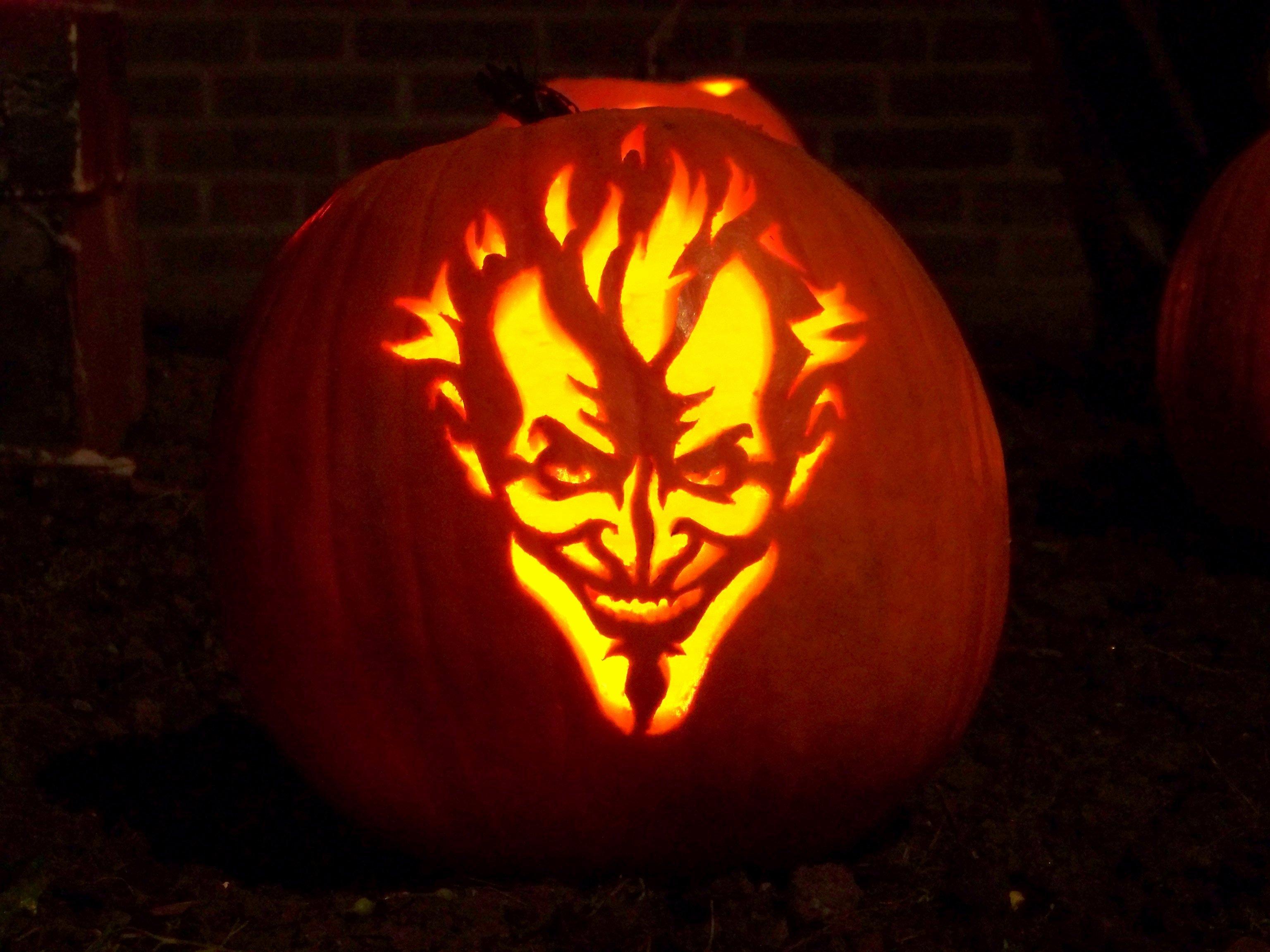 Joker Pumpkin Carving Patterns Awesome Halloween Pumpkins 2010 asylum Joker Pattern by Zombie