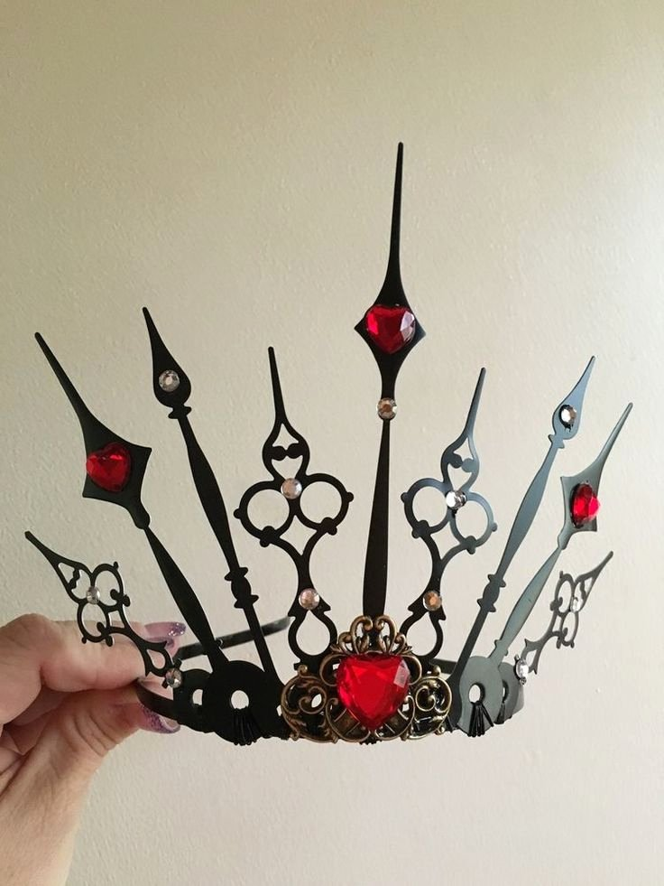 Queen Of Hearts Crown Template Awesome 1000 Ideas About Queen Hearts On Pinterest